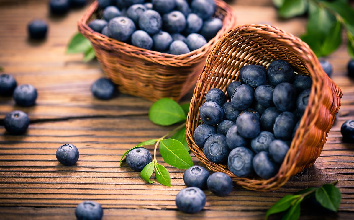 Blueberries are  that is antioxidant-rich.